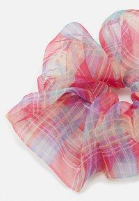 Pieces - PCJACINTA SCRUNCHIE 3 PACK - Příslušenství kvlasovému stylingu - cherry tomato/grey - 1