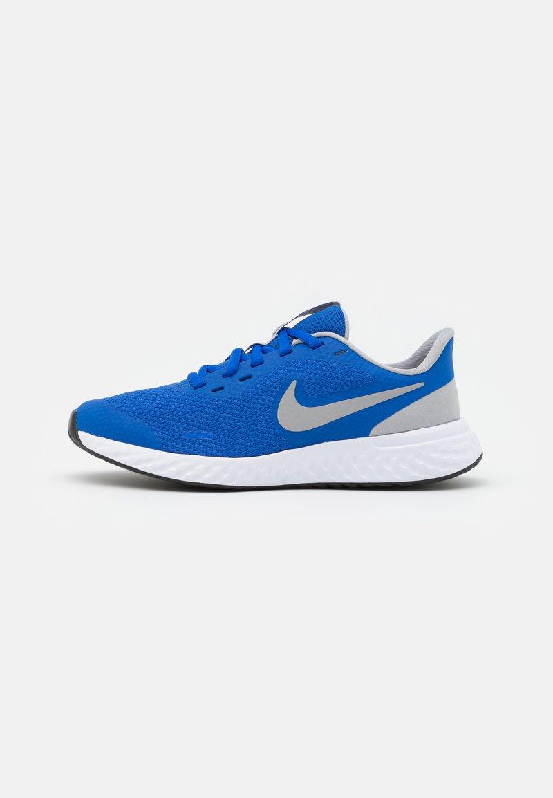 Nike Performance - REVOLUTION 5 UNISEX - Neutral running shoes - game royal/light smoke grey/white