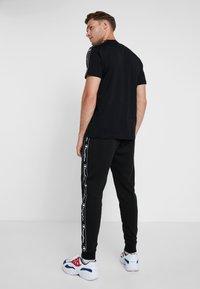 Champion - RIB CUFF PANTS - Jogginghose - black - 2