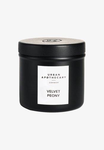 LUXURY IRON TRAVEL CANDLE - Scented candle - velvet peony