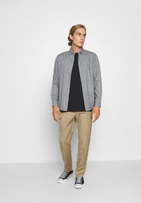 Jack & Jones PREMIUM - JPRBLALOGO AUTUMN - Shirt - grey melange - 1