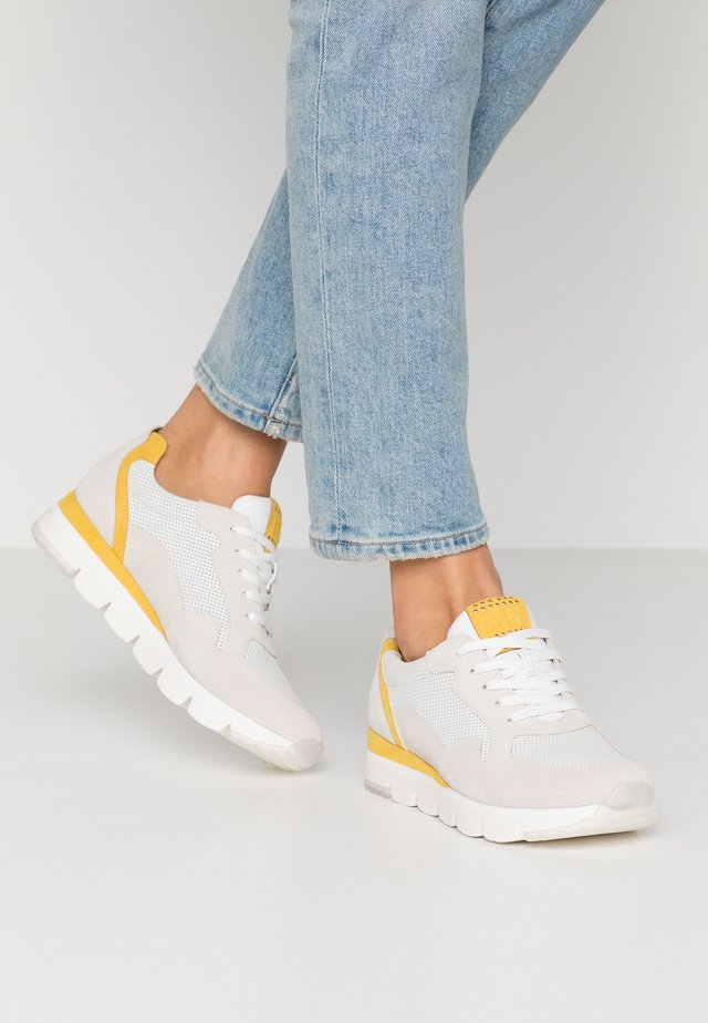 2-2-23754-34 - Baskets basses - offwhite