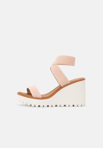 CARLOTTE - Sandály na platformě - blush