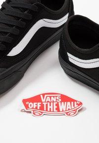 Vans - STYLE 36 DECON UNISEX - Sneakersy niskie - black/white - 5