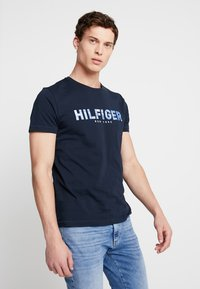 Tommy Hilfiger - APPLIQUE TEE - Print T-shirt - blue - 0