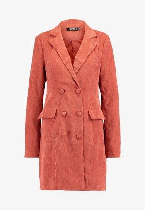 BUTTONED BLAZER DRESS - Košilové šaty - coral