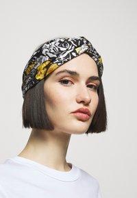 Versace - FASCIA CON NODO - Accessoires cheveux - bianco/nero/oro - 2