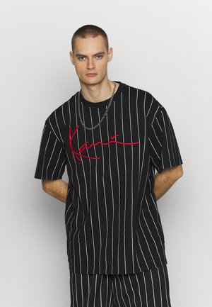 SIGNATURE PINSTRIPE TEE - Print T-shirt - black/white/red