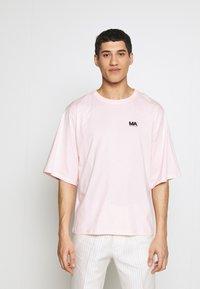 Martin Asbjørn - TEE - T-shirts - pink - 0