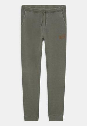 JJIWASHY PANTS JR - Pantalon de survêtement - forest night