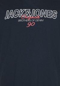 Jack & Jones - JORBOOSTER TEE CREW NECK - Print T-shirt - navy blazer - 2