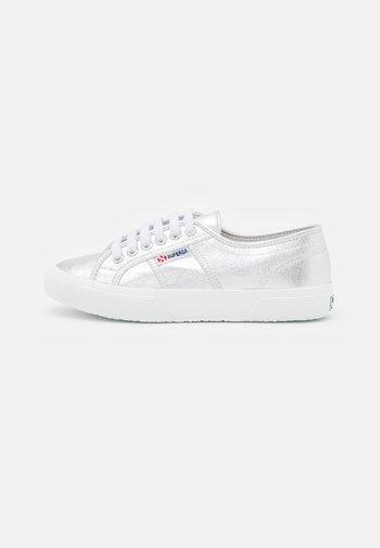 2750 - Sneakersy niskie - grey silver