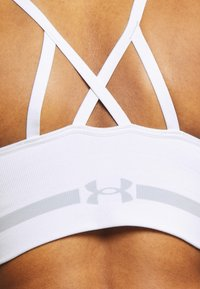 Under Armour - SEAMLESS LOW LONG BRA - Sports bra - white - 5