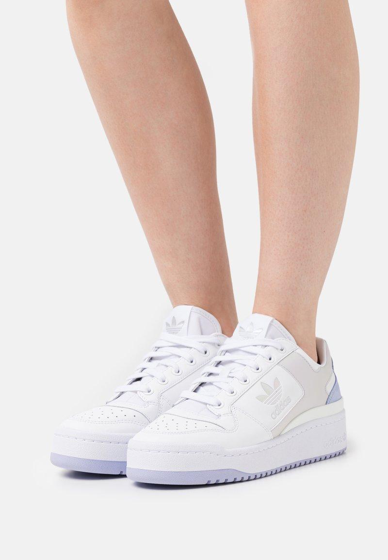 adidas Originals - FORUM BOLD  - Trainers - white/violet tone