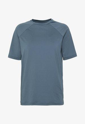 ESSENTIAL TEE - Camiseta estampada - calcite blue