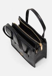 PARFOIS - CROSSBODY BAG CARP - Across body bag - black - 2