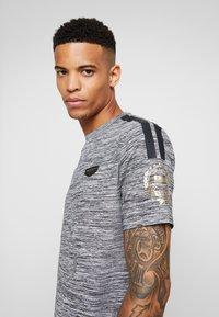 Supply & Demand - HOLT  - T-shirts print - grey marl - 5
