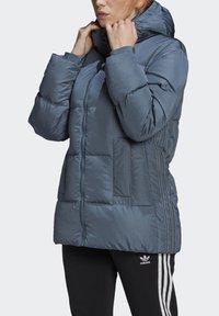 adidas Originals - WINTER REGULAR JACKET - Down jacket - legacy blue - 4