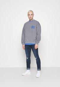 Mennace - GLOBAL COLLECTIVE - Sweatshirts - grey - 1