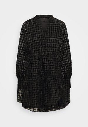 YASHUMA DRESS - Denní šaty - black