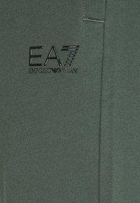 EA7 Emporio Armani - PANTALONI - Pantaloni sportivi - urban chic - 2