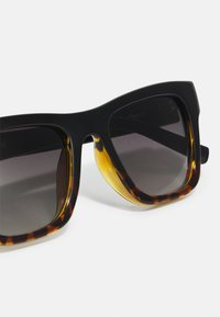 Le Specs - LE PHOQUE - Zonnebril - black/brown - 3