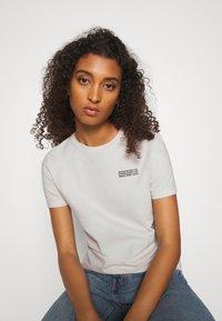 Wood Wood - ARIA - Basic T-shirt - dusty white - 3