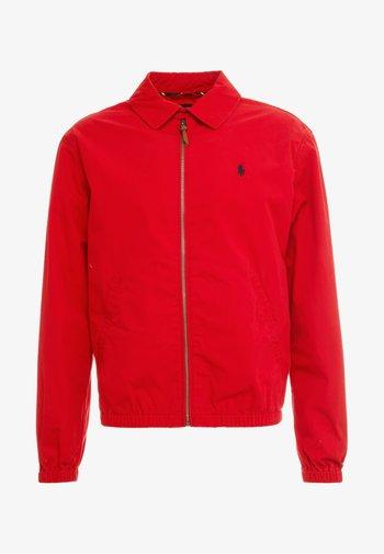 BAYPORT - Lehká bunda - red