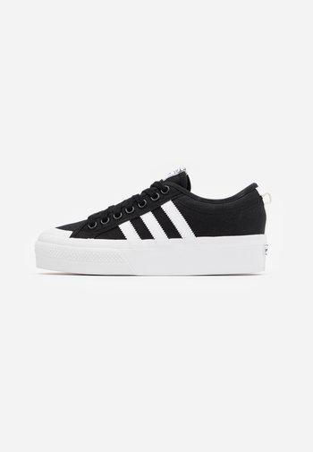 NIZZA PLATFORM - Sneakers basse - core black/footwear white