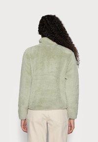 ONLY Petite - ONLDALINA ZIP TEDDY - Sweatshirt - desert sage - 2