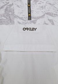 Oakley - ICE PULLOVER - Snowboard jacket - grey - 8
