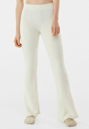 MIT PATENTMUSTER - Trousers - nude