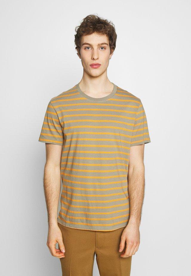 WILLIAMS TEE - Camiseta estampada - field sage
