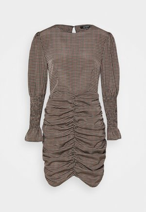 CHECK RUCHED SHIRRED CUFF DRESS - Vestido informal - brown
