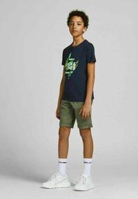 Jack & Jones Junior - Print T-shirt - navy blazer - 0