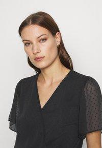 Abercrombie & Fitch - CLIP DOT WRAP - Print T-shirt - black - 4