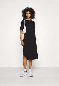 Monki - Jerseyklänning - black dark - 1
