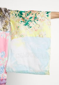 Free People - PATCHED WITH LOVE ROBE - Kevyt takki - magic combo - 6