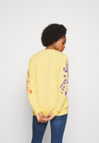 NEW girl ORDER - DINVINE INTENTIONS - Bluza - yellow - 2