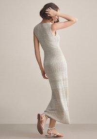Falconeri - MIT DURCHBROCHENEM MUSTER - Maxi dress - juta - 1