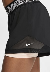 Nike Performance - SHORT  - Korte broeken - black/washed coral/white - 4