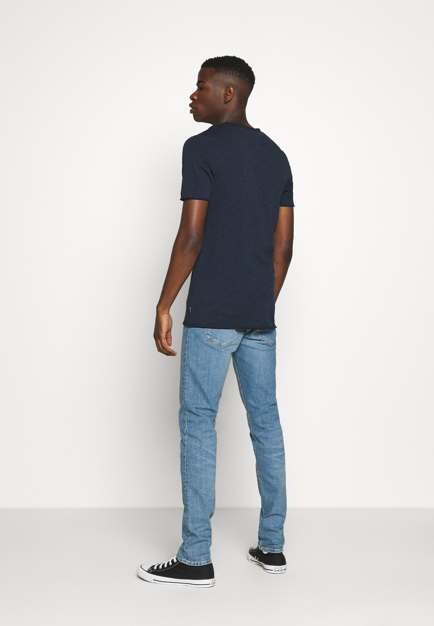 Jack & Jones JJDETAIL TEE U NECK - Basic T-shirt - navy blazer pCTvK
