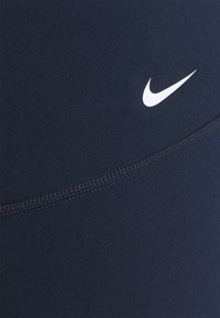 Nike Performance - ONE PLUS - Legginsy - obsidian/white - 2