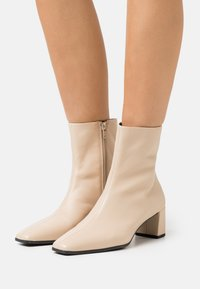 Vagabond - TESSA - Classic ankle boots - toffee - 0