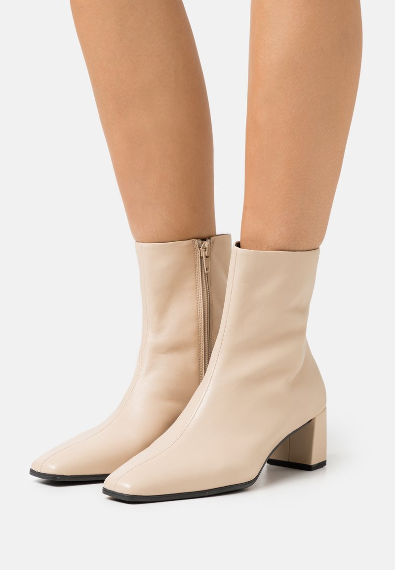 Vagabond - TESSA - Classic ankle boots - toffee