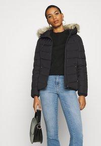 Calvin Klein Jeans - SHORT FITTED PUFFER - Dunjakke - black - 5