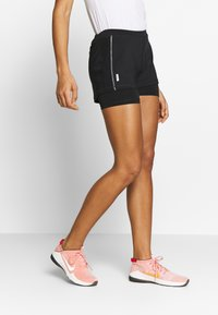 ONLY Play - ONPPERFORMANCE RUN LOOSE SHORTS - Pantalón corto de deporte - black/red - 0