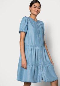 Freequent - ROSIE - Denim dress - light blue - 3