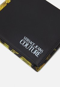 Versace Jeans Couture - UNISEX - Peněženka - black/gold - 5