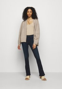 Mother - THE RUNAWAY - Bootcut jeans - dark blue - 1